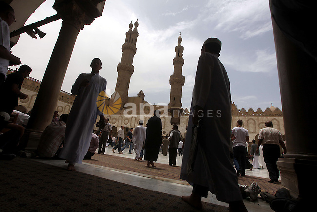 Egyptians attend friday prayers at Al Azhar Mosque in cairo city, 25 May 2012. Many residents and voters now wait in anticipation of the results. following the excitement of casting votes in Egypt's first legitimate democratic presidential elections.  Photo by Ashraf Amra