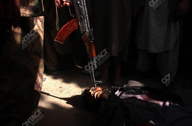 Taliban fighter killed by Northern Alliance troops.&amp;#xD;Kunduz, Afghanistan, November 2001&amp;#xD;<br />