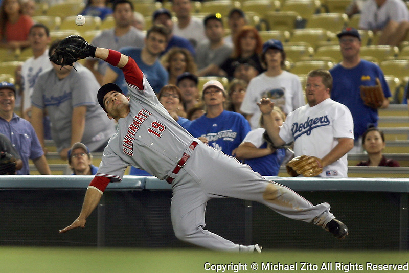 07/20/09 Los Angeles, CA : 1B Joey Votto #19 of the Cincinnati Reds in action against the Los Angeles Dodgers in an MLB game played at Dodger Stadium. The Dodgers defeated the reds 7-5..
