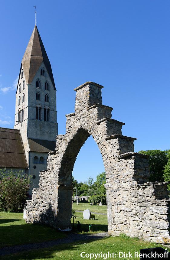 Portal des alten Pfarrhofs bei Kirche von Tingst&auml;de (12./13.Jh.) auf der Insel Gotland, Schweden, Europa<br /> Church of Tingst&auml;de (12.713.c.), Isle of Gotland, Sweden