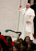 Papa Francesco lascia l'Aula Paolo VI dopo aver incontrato le famiglie numerose, Citta' del Vaticano, 28 dicembre 2014.<br /> Pope Francis waves as he leaves after his meeting with large families in the Paul VI hall at the Vatican, 28 December 2014.<br /> UPDATE IMAGES PRESS/Isabella Bonotto<br /> <br /> STRICTLY ONLY FOR EDITORIAL USE
