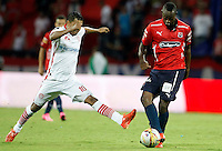 MEDELLÍN -COLOMBIA-18-10-2015. Juan F Caicedo (Der) de Independiente Medellín disputa el balón con Pablo J. Rojas (Izq) de Uniautonoma durante partido por la fecha 16 de la Liga Águila II 2015 jugado en el estadio Atanasio Girardot de la ciudad de Medellín./ Juan F Caicedo (R) player of Independiente Medellin fights for the ball with Pablo J. Rojas (L) Uniautonoma during the 16th date of Aguila League II 2015 played at Atanasio Girardot stadium in Medellin city. Photo: VizzorImage/León Monsalve/Str