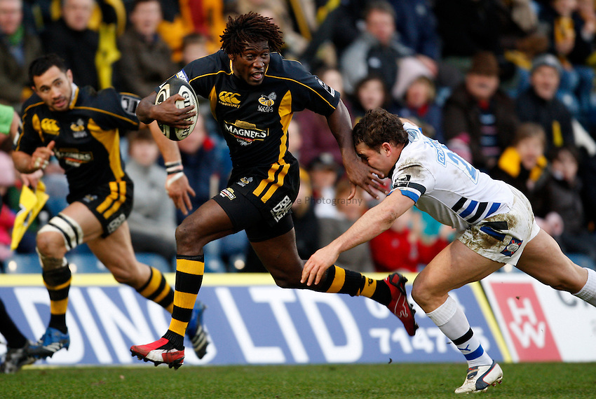 Photo: Richard Lane/Richard Lane Photography..London Wasps v Bath Rugby. Guinness Premiership. 29/12/2007. .Wasps' Paul Sackey breaks past Bath's Olly Barkley for his first try.