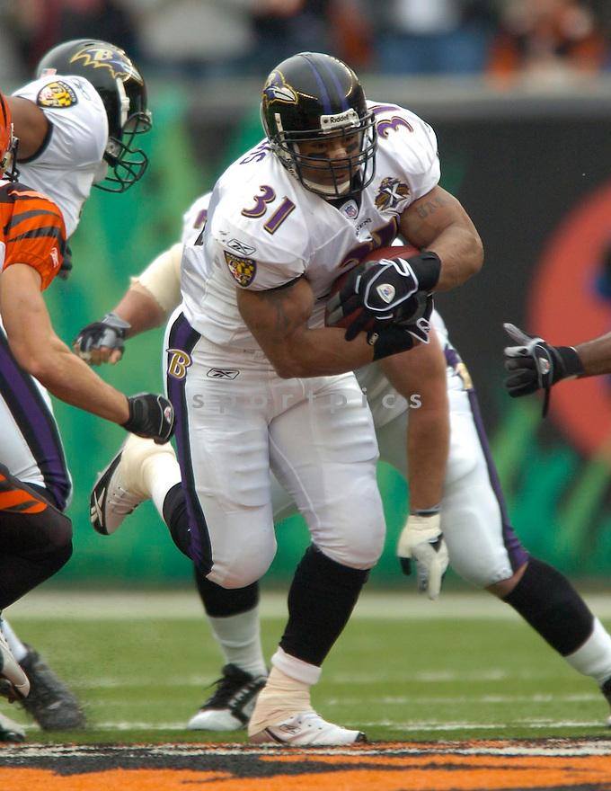 Jamal Lewis, of the Baltimore Raven, during thier game against the Cincinnati Bengals on Novmeber 27, 2005...Bengals win 42-29..David Durochik/ SportPics.