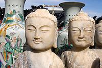 China, Peking (Beijing), auf dem Panjiayuan -Markt, Panjiayuan Lu/Dongsanhuan Nanlu, Skulpturen, Buddha