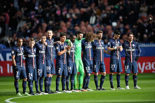 18.01.2015. Paris, France. French League 1 football. Paris St Germain versus Evian.  The team stand to attention in honour for 1 minute pre-game