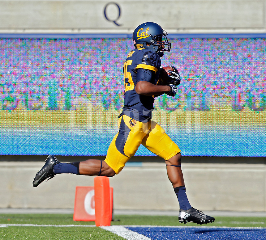 California Golden Bears wide receiver James Grisom (85) scores a touchdown on a catch against Ohio State Buckeyes defense in the 1st quarter at Memorial Stadium in Berkeley, California on September 14, 2013.  (Dispatch photo by Kyle Robertson)