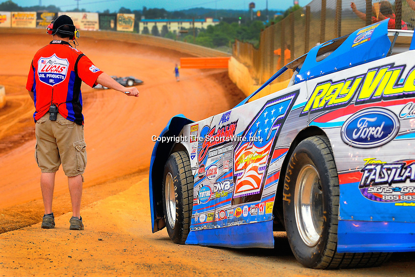 Jul 4, 2009; 8:21:49 PM; Bulls Gap, TN., USA; The Lucas Oil Late Model Dirt Series running a 10,000 to win race at Volunteer Speedway.  Mandatory Credit: (thesportswire.net)