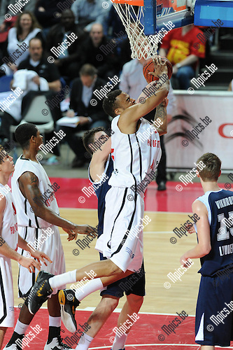 2012-01-24 / Basketbal / seizoen 2011-2012 / Euro Challenge / Antwerp Giants - Triumph Lyubertsy / Julian Vaughn (Giants) wordt afgestopt..Foto: Mpics