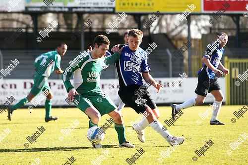 2009-03-08 / Voetbal / Rupel-Boom -  Kelmis / Marc Keller (KEL) met Cédric De Troetsel (BO)