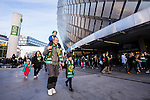 Stockholm 2015-10-25 Fotboll Allsvenskan Hammarby IF - Malm&ouml; FF :  <br /> Hammarbys publik utanf&ouml;r Tele2 Arena inf&ouml;r matchen mellan Hammarby IF och Malm&ouml; FF  <br /> (Foto: Kenta J&ouml;nsson) Nyckelord:  Fotboll Allsvenskan Tele2 Arena Hammarby HIF Bajen Malm&ouml; FF MFF supporter fans publik supporters utomhus exteri&ouml;r exterior