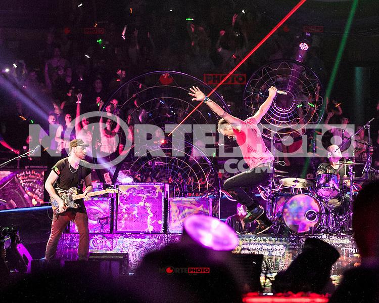 BOSTON, MA - JULY 30, 2012: Coldplay in concert at The Boston Garden in Boston, Massachusetts. July 30, 2012. &copy; Rocco S. Coviello/MediaPunch Inc. /NortePhoto.com<br /> <br /> **SOLO*VENTA*EN*MEXICO**<br /> <br />  **CREDITO*OBLIGATORIO** *No*Venta*A*Terceros*<br /> *No*Sale*So*third* ***No*Se*Permite*Hacer Archivo***No*Sale*So*third*