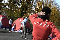 Roma, 18 Novembre 2016<br /> Ragazzo con crocefisso.<br /> Migranti in transito a Roma, volontarie e volontari di MEDU, Medici per i Diritti Umani e di Baobab experience allestiscono un presidio umanitario e sanitario in un parcheggio abbandonato nelle vicinanze della Stazione Tiburtina.