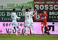 KV KORTRIJK - SV ZULTE WAREGEM :<br /> spelers van Zulte Waregem vieren het penalty doelpunt van Hamdi Harbaoui<br /> <br /> Foto VDB / Bart Vandenbroucke