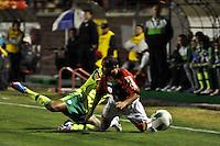 SÃO PAULO, SP, 29 DE AGOSTO DE 2012 - CAMPEONATO BRASILEIRO - PORTUGUESA x PALMEIRAS: Correa (e) e Ananias (d) durante partida Portuguesa x Palmeiras, válida pela 20ª rodada do Campeonato Brasileiro de 2012 no Estádio do Canindé. FOTO: LEVI BIANCO - BRAZIL PHOTO PRESS