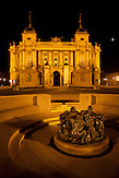 Das Kroatische Nationaltheater in Zagreb bei Nacht. / The Croatian National Theatre in Zagreb at night.