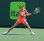 Agnieszka Radwanska (POL) defeats Simone Halep (ROU)