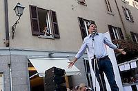 Lecco: Matteo Renzi parla a Lecco durante la sua campagna elettorale per le primarie del PD.