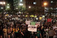 SÃO PAULO, SP - 22.06.2013: MANIFESTAÇÃO PEC 37 - Manifestantes contra a PEC 37 lotam o centro de São Paulo neste sabado (22). (Foto: Marcelo Brammer/Brazil Photo Press)