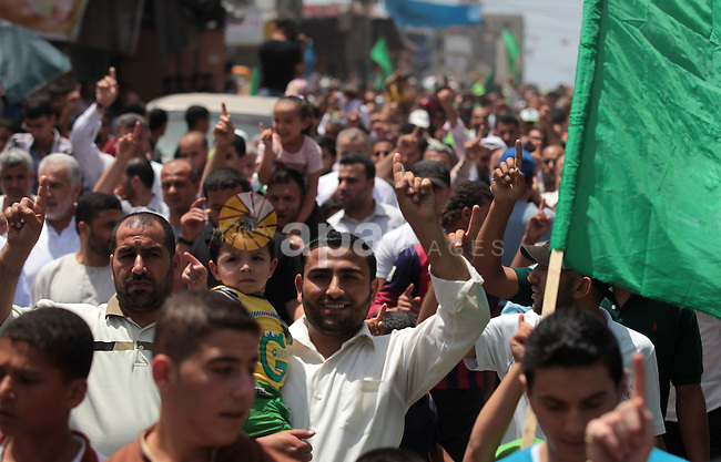 Palestinian Hamas supporters take part in a demonstration in solidarity with prisoners held in Israeli jails, and in support of the people in the West Bank, in Nuseirat refugee camp in the center of the Gaza Strip, June 20, 2014. Israel has launched a wide-ranging military operation aimed at finding the Israeli teenagers that believed kidnapped by Hamas and crushing the movement's infrastructure in the West Bank. Photo by Ashraf Amra