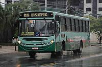BELO HORIZONTE, MG, 28.04.2017 - GREVE-MG - Ônibus circula durante ato do dia nacional de paralisações e greves contra as reformas Previdenciária e Trabalhista., na região central de Belo Horizonte, nesta sexta-feira, 28.(Foto: Doug Patricio/Brazil Photo Press)