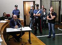 Processo ai boss del clan cammoristico dei Casalesi per le minacce allo scrittore di gomorra , Saviano<br /> nella foto Saviano in aula guardato a vista dalla scorta