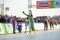 SCHAATSEN: EMMEN: Grote Rietplas, KPN NK Marathon Natuurijs, 08-02-2012, Simon Schouten wordt 2e voor Rick Smit, ©foto: Martin de Jong