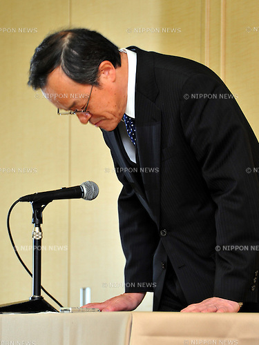 January 18, 2012, Tokyo, Japan - President Shuichi Takayama of scandal-tinted Olympus makes his apology at the start of a news conference in Tokyo on Wednesday, January 18, 2012. Takayama told the news conference that the current leadership, including Takayama himself, would remain in office for another three months as the camera and medical equipment maker prepared for an extraordinary shareholders' meeting in the latter half of April...Olympus set up the news conference a day after the company-appointed independent panel cleared auditing firms from responsibility for the company's accounting scandal but found five current and former individual auditors culpable, which means Olympus won't take legal action against its outside accounting firms for failing to uncover a 13-year effort to hide $1.5 billion in investment losses. (Photo by Natsuki Sakai/AFLO) AYF -mis-.