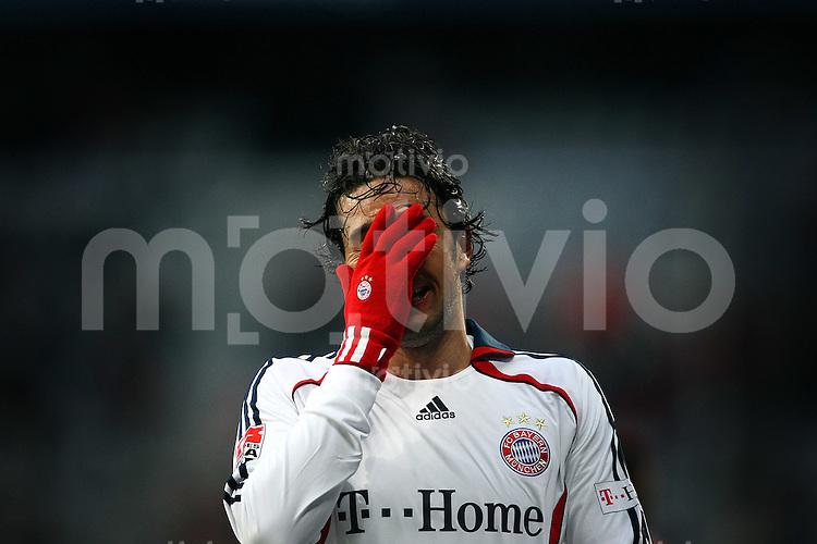 FUSSBALL   INTERNATIONAL      TESTSPIEL                SAISON 2007/2008            FC Bayern Muenchen - Olympiaauswahl China                   12.01.2008 Luca TONI (Muenchen), enttaeuscht.