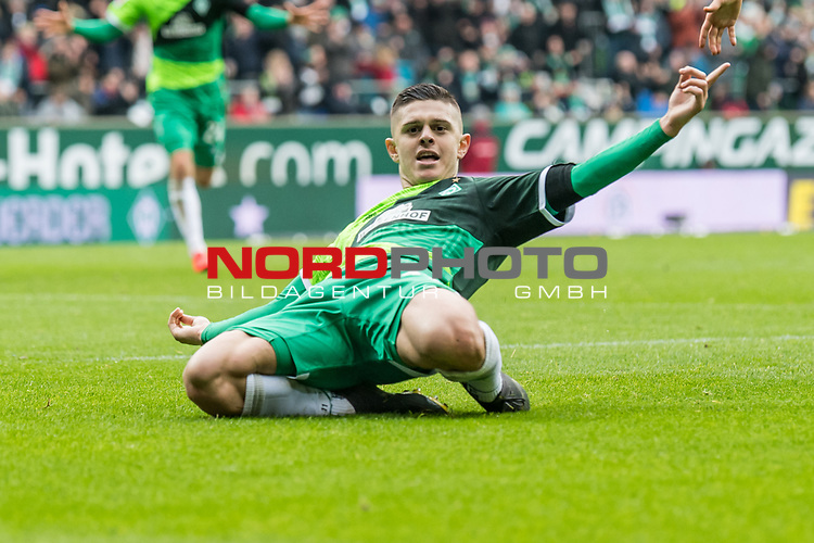 10.02.2019, Weserstadion, Bremen, GER, 1.FBL, Werder Bremen vs FC Augsburg<br /> <br /> DFL REGULATIONS PROHIBIT ANY USE OF PHOTOGRAPHS AS IMAGE SEQUENCES AND/OR QUASI-VIDEO.<br /> <br /> im Bild / picture shows<br /> Milot Rashica (Werder Bremen #11) bejubelt seinen Treffer zum 3:0, <br /> <br /> Foto © nordphoto / Ewert