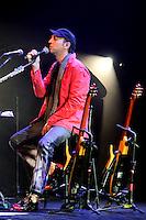 RIO DE JANEIRO; RJ; 14 DE JUNHO DE 2013 - SHOW PIANO E VOZ ZECA BALEIRO - O cantor e compositor maranhense se apresentou no Teatro Bradesco, na Barra da Tijuca, cantando sucessos da sua carreira acompanhado de piano e violão. FOTO: NÉSTOR J. BEREMBLUM - BRAZIL PHOTO PRESS.