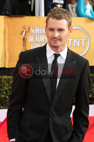 LOS ANGELES - JAN 30:  Josh Pence arrives at the 2011 Screen Actors Guild Awards  at Shrine Auditorium on January 30, 2011 in Los Angeles, CA