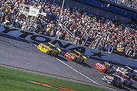 Steve Park leads, Daytona 500, Daytona International Speedway, Daytona Beach, FL, February 18, 2001.  (Photo by Brian Cleary/ www.bcpix.com )