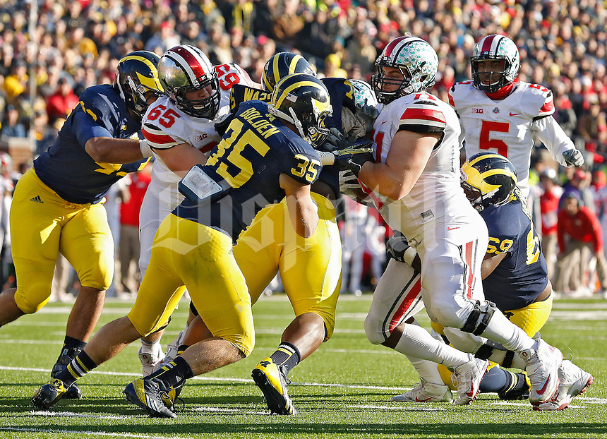 Ohio State Buckeyes offensive linesman Corey Linsley (71) against Michigan Wolverines during their college football game at Michigan Stadium in Ann Arbor, Michigan on November 30, 2013. (Dispatch photo by Kyle Robertson)