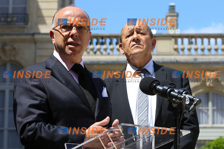Bernard Cazeneuve Ministro dell'Interno e Jean Yves Le Drian Ministro della Difesa<br /> Parigi 16/7/2016 Consiglio di Difesa<br /> Foto Gwendoline Le Goff / Panoramic/ Insidefoto