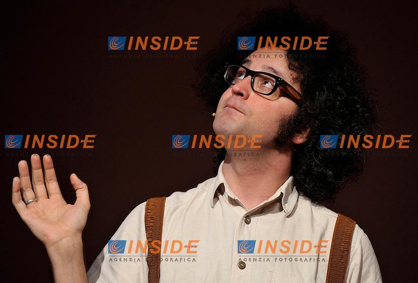 Il cantante ed autore Simone Cristicchi.Salone Internazionale del Libro di Torino.Torino, 17 / 05 / 2010.© Giorgio Perottino / Insidefoto .