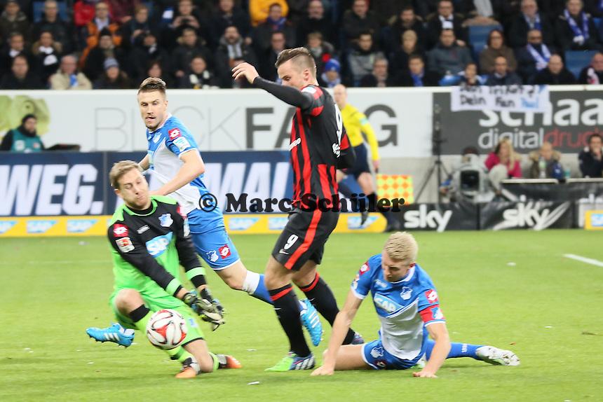 Haris Seferovic (Eintracht) gegen Oliver Baumann und Andreas Beck (Hoffenheim) - TSG 1899 Hoffenheim vs. Eintracht Frankfurt, WIRSOL Neckar Arena Sinsheim