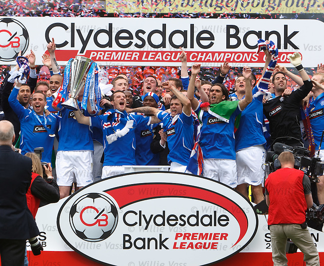 Rangers lift the SPL trophy for season 2008-09 at Tannadice after a 3-0 victory