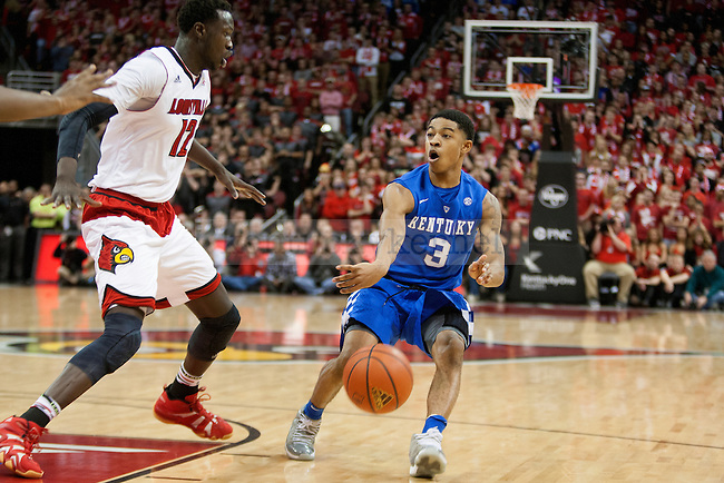 Guard Tyler Ulis of the Kentucky Wildcats  passes the ball during the game against  the Louisville Cardinals at KFC Yum! Center on Saturday, December 27, 2014 in Louisville `, Ky. Kentucky leads Louisville 22-18 at halftime. Photo by Michael Reaves | Staff