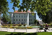 Oesterreich, Kaernten, Spittal an der Drau: Schloss Porcia, Renaissancebau, beherbergt ein Cafe, ein Museum fuer Volkskultur und eine Buecherei | Austria, Carinthia, Lake Millstatt, Spittal: Castle Porcia, Renaissance building