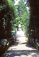Tivoli: Villa D'Este--Looking down central promenade. Photo '83.
