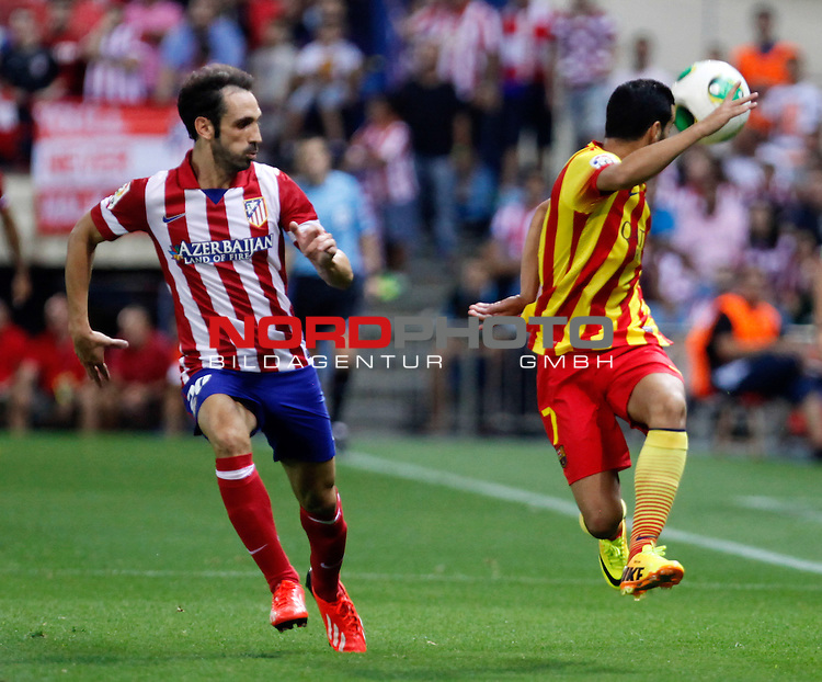 Atletico de Madrid's Juanfran (l) and FC Barcelona's  during Supercup of Spain 1st match.August 21,2013. Foto © nph / Victor Blanco)