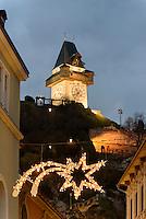 Weihnachtsschmuck und Uhrturm auf dem Schlossberg, Graz, Steiermark, &Ouml;sterreich<br /> Christmas decoration and Clock tower on castle hill, Graz, Styria, Austria