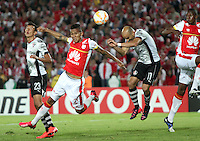 BOGOTA-COLOMBIA-22- ABRIL-2015. Francisco Meza (Izq) jugador de Independiente Santa Fe de Colombia disputa el balon con Carlos Ochoa (Der) jugador de Atlas de Mexico , durante partido por la segunda fase, llave G1, de la Copa Bridgeestone Libertadores 2015 jugado en el estadio Nemesio Camacho El Campin de la ciudad de Bogotá. /Francisco Meza (L) player of Independiente Santa Fe of Colombia fights for the ball with Carlos Ochoa (R) player of Atlas of Mexico during the match for the second phase, G1 key, of the Copa Bridgestone Libertadores 2015 played at Nemesio Camacho El Campin stadium in Bogota city.Photo:VizzorImage / Felipe Caicedo / Staff