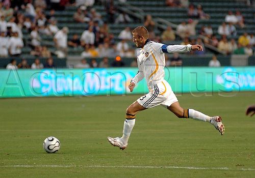 15 August 2007: David Beckham scores his first goal from a free-kick during the SuperLiga soccer match between The Los Angeles Galaxy and DC United at Home Depot Center in Carson, CA Photo: Chris Williams/actionplus<br /> <br /> <br /> soccer football us major 070815 shot goal shooting