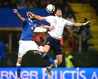 Fussball International  Freundschaftsspiel   14.11.2012 Italien - Frankreich Federico Balzaretti (li, Italien) gegen Oliver Giroud (Frankreich)