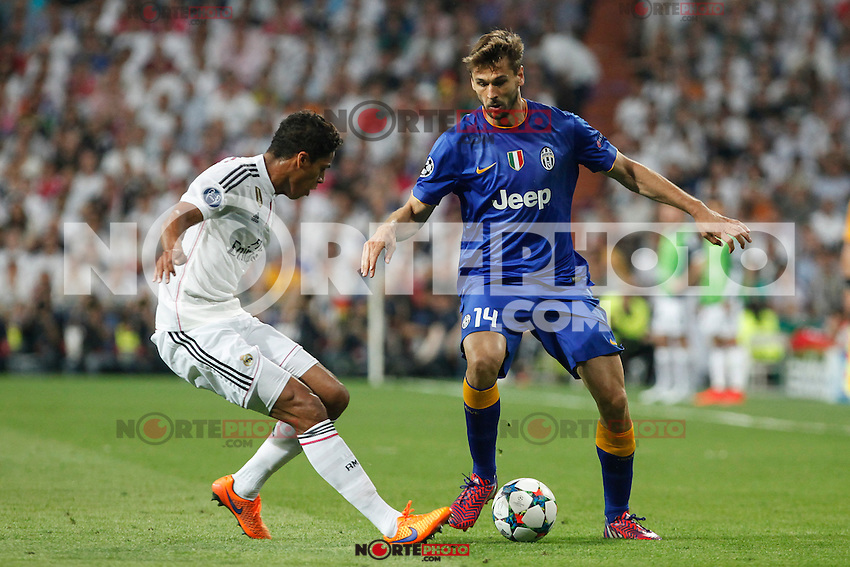 Real Madrid´s Raphael Varane (L) and Juventus´s Fernando Llorente during the Champions League semi final soccer match between Real Madrid and Juventus at Santiago Bernabeu stadium in Madrid, Spain. May 13, 2015. (ALTERPHOTOS/Victor Blanco) /NortePhoto.COM