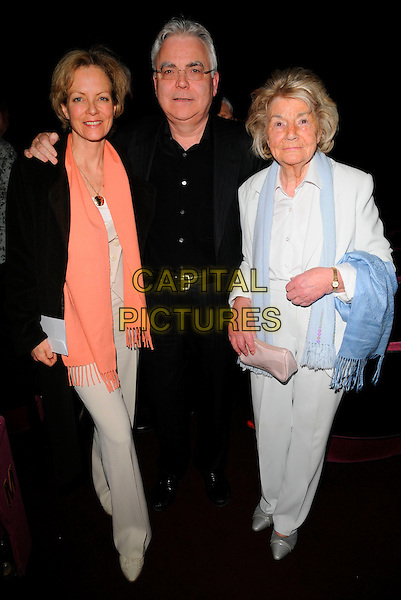 "JENNY SEAGROVE, BILL KENWRIGHT & his Mother.""Dream On"" New Album Concert, London Palladium, London, England,.February 17th 2007..full length .CAP/CAN.?Can Nguyen/Capital Pictures"
