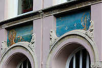 Belgique, Flandre-Occidentale, Bruges, centre historique classé Patrimoine Mondial de l'UNESCO, Détail  Maison Belle époque sur O.L.Vrouwekerkhof-Zuid // Belgium, Western Flanders, Bruges, historical centre listed as World Heritage by UNESCO, Detail House Belle Epoque, O.L.Vrouwekerkhof-Zuid