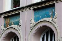 Belgique, Flandre-Occidentale, Bruges, centre historique classé Patrimoine Mondial de l'UNESCO, Détail  Maison Belle époque sur O.L.Vrouwekerkhof-Zuid // Belgium, Western Flanders, Bruges, historical centre listed as World Heritage by UNESCO, Detail House Belle Epoque, O.L.Vrouwekerkhof-Zuid